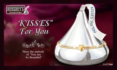 HERSHEY®'S KISSES® Music Box