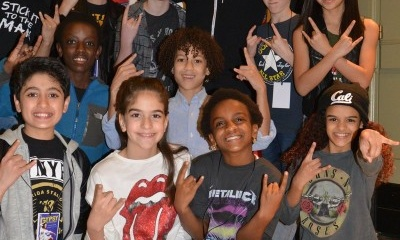 Javier Muñoz and the kids of school of Rock