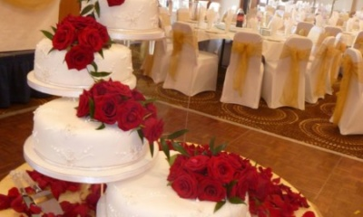 wedding cake decorating