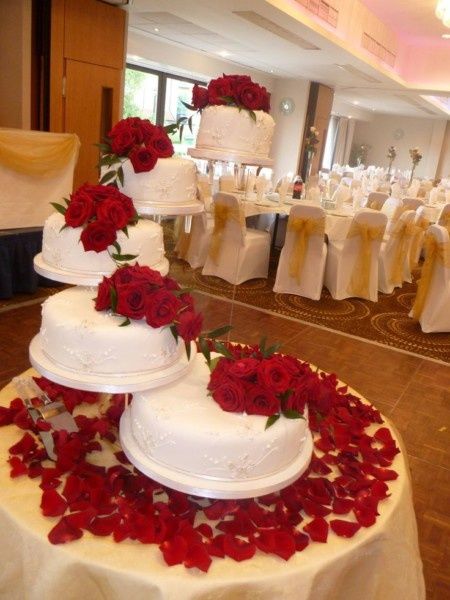 Basics of Decorating a Wedding Cake | Times Square Chronicles