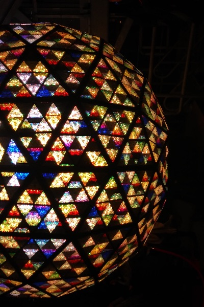 Waterford crystal at the center of times square 2018 - Waterford crystal swimming pool times ...