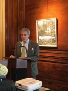 Cónsul General Embajador Mateo Estreme