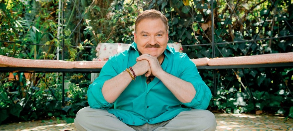 Meet James Van Praagh a Man The Dead Freely Speak To – Times Square Chronicles