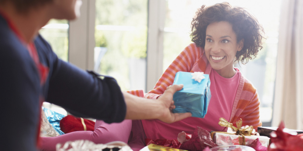Unique Gifts To Make Your Girlfriend Feel Special On Her Birthday